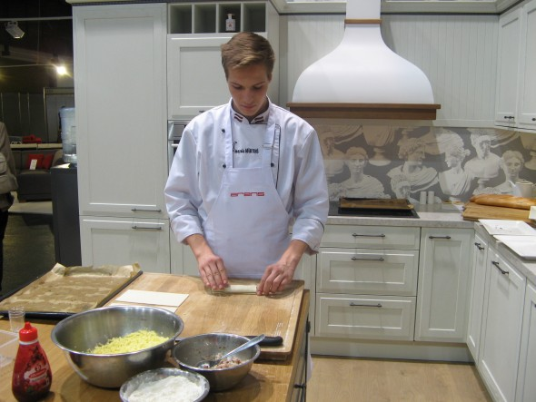 96% Latvijas iedzīvotāju maltītes gatavo mājās - visčaklāk Baltijā