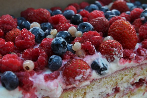 Lauku torte ar ogām