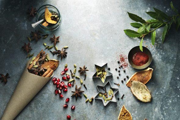 Lai Ziemassvētkos virtuvē smaržotu pēc cepeša un cepumiem
