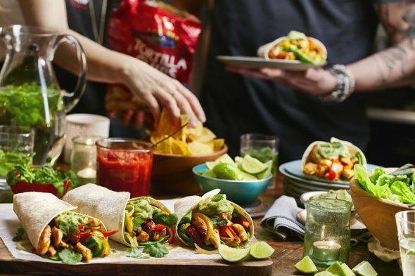 Jauniešu ballītēs ar draugiem iecienīti TEX MEX  ēdieni – pirmajā vietā kukurūzas čipsi