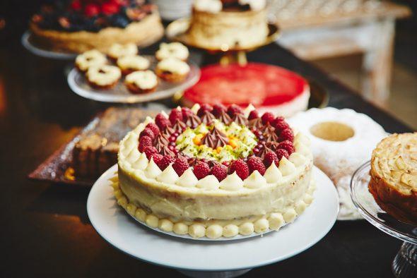 Top grāmata: 100 kūkas un 1 svecīte