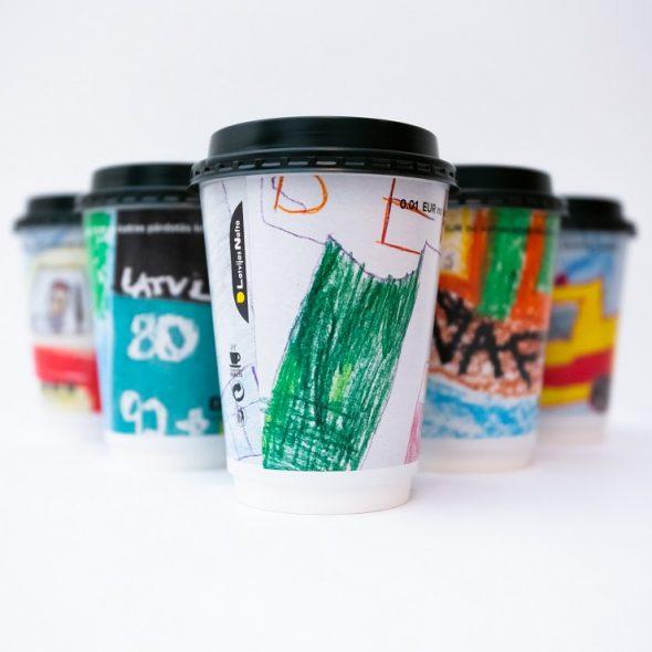 """""""Latvijas Nafta"""" jaunā dizaina kafijas krūzītes radījuši Bērnu klīniskās universitātes slimnīcas mazie pacienti"""