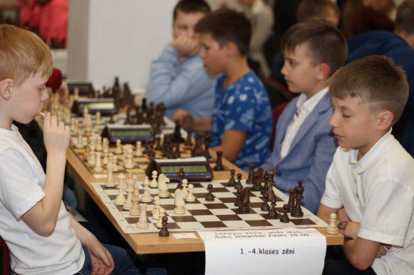 Gudriem prātiem uzvaras šahā un balvās arī gardumi